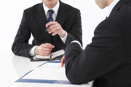 弁護士探しで無料・有料法律相談を利用するイメージ図
