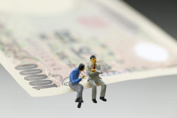 紙幣とビジネスマン