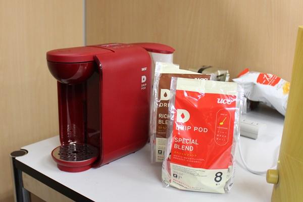 オフィスの一角に設置されたコーヒーマシン